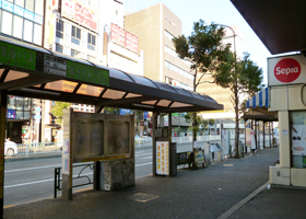 JR目黒駅西口を出たら右へ(恵比寿方面へ)