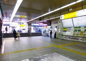 JR目黒駅改札でたら左へ